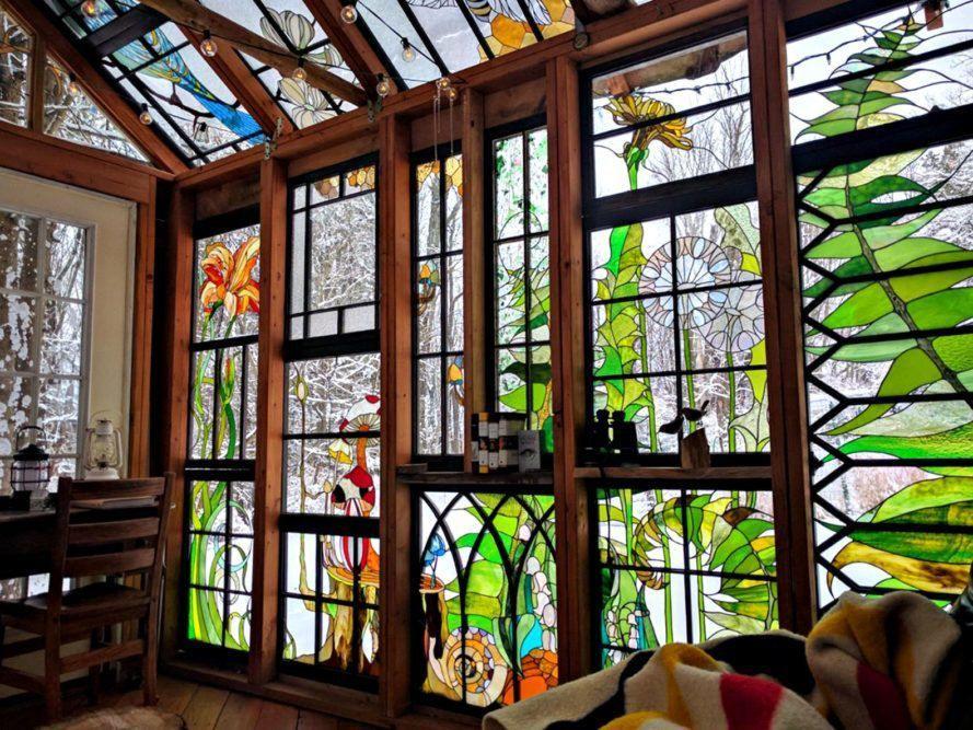 Цветное стекло для витражей в мансарде