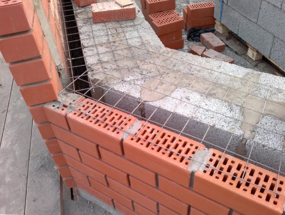 Стена дома из монолита