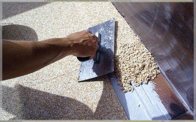 Нанесение мраморной штукатурки для внутренних работ