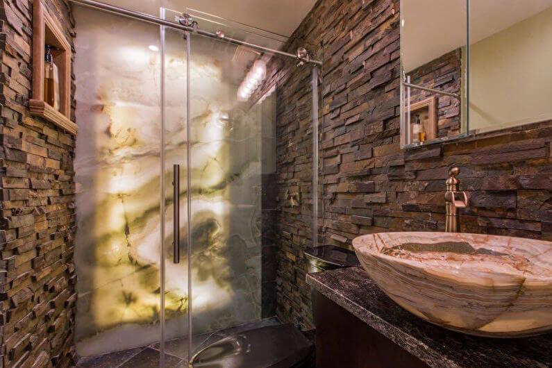 Декоративный камень в ванной